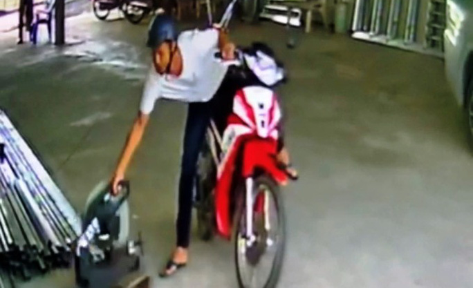 Bắt được kẻ trộm trong clip ngang nhiên chạy xe vào bến đò cuỗm máy cắt sắt - Ảnh 3.