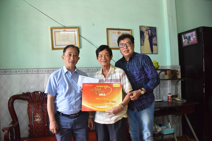 Mai Vàng nhân ái đến thăm nghệ sĩ Mai Trần và ảo thuật gia Trần Bình - Ảnh 3.