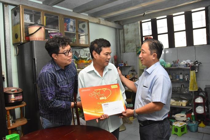 Mai Vàng nhân ái đến thăm nghệ sĩ Mai Trần và ảo thuật gia Trần Bình - Ảnh 1.