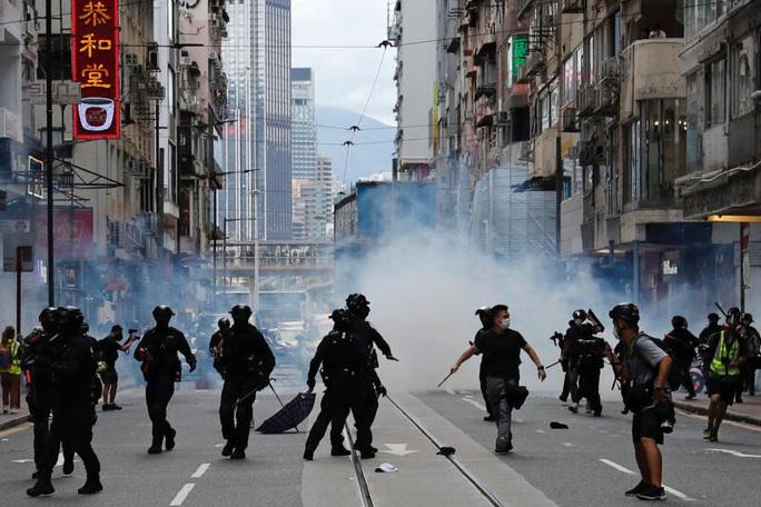 Ngày đầu thực thi luật an ninh Hồng Kông: 370 người bị bắt - Ảnh 5.