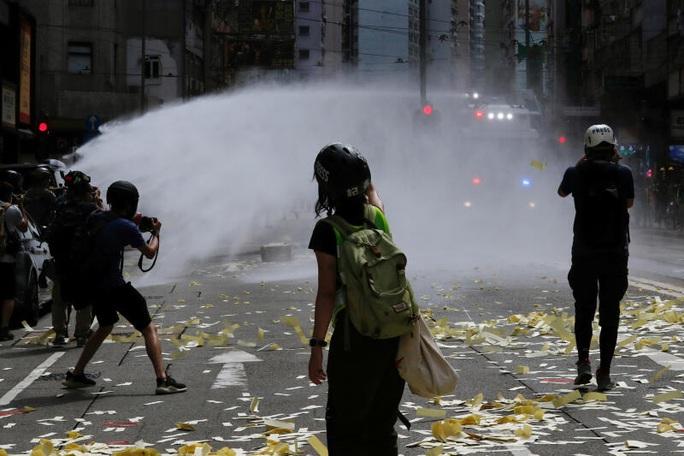 Ngày đầu thực thi luật an ninh Hồng Kông: 370 người bị bắt - Ảnh 4.