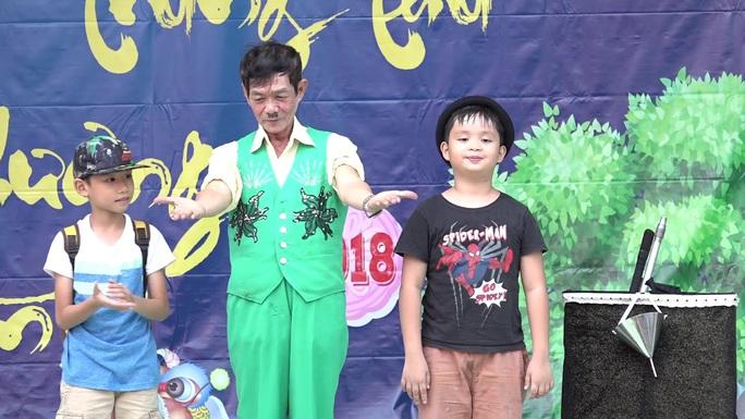 Mai Vàng nhân ái đến thăm nghệ sĩ Mai Trần và ảo thuật gia Trần Bình - Ảnh 4.