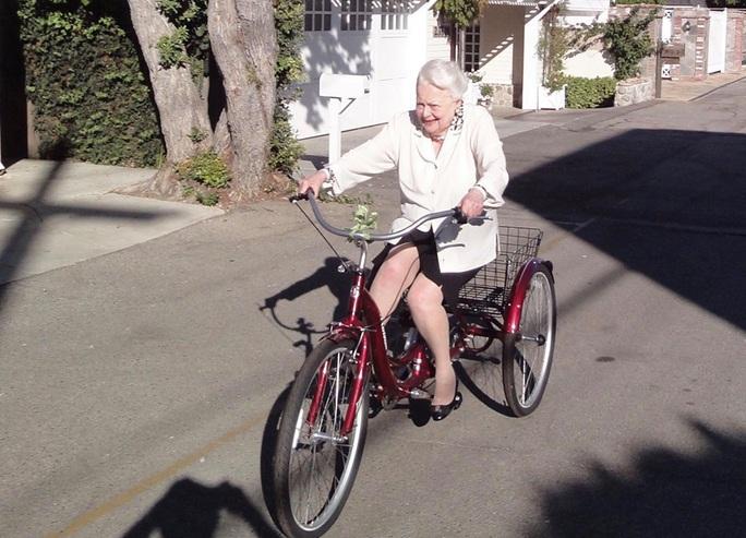 """Mỹ nữ """"Cuốn theo chiều gió"""" đón tuổi 104 - Ảnh 8."""