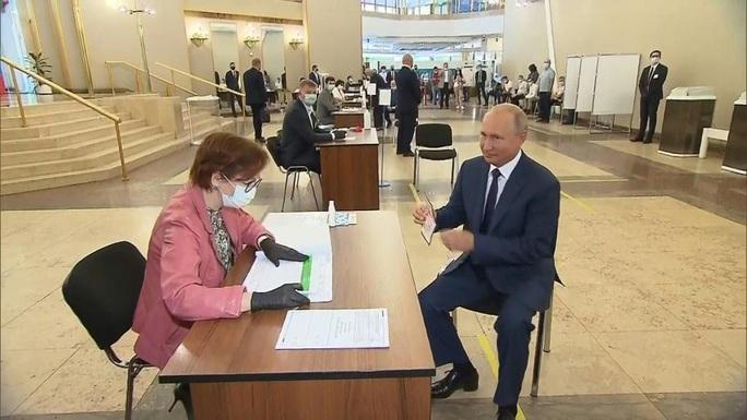 Dân Nga mở đường cho ông Putin làm tổng thống đến năm 83 tuổi - Ảnh 1.