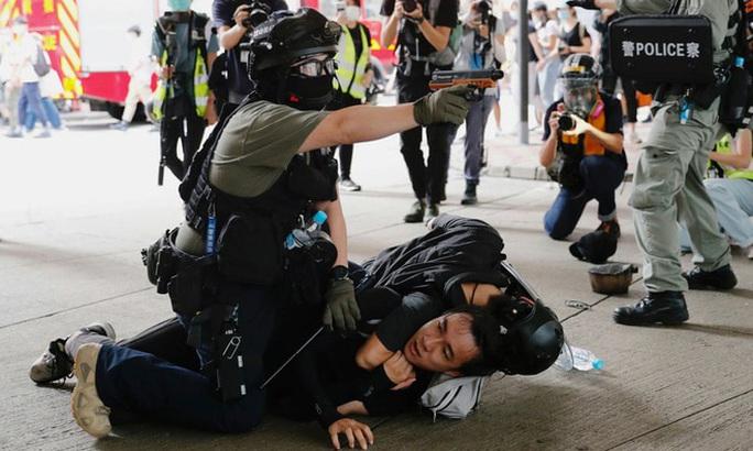 Ngày đầu thực thi luật an ninh Hồng Kông: 370 người bị bắt - Ảnh 3.