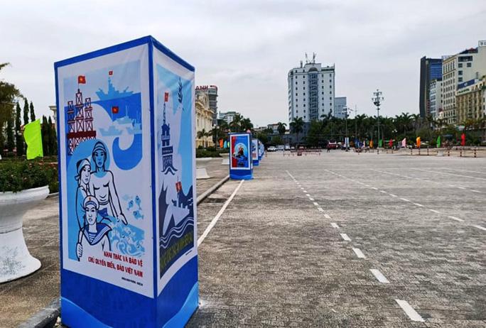 Báo Người Lao Động trao tặng 2.000 lá cờ Tổ quốc tại Hội thi tuyên truyền về chủ quyền biển, đảo Việt Nam - Ảnh 2.