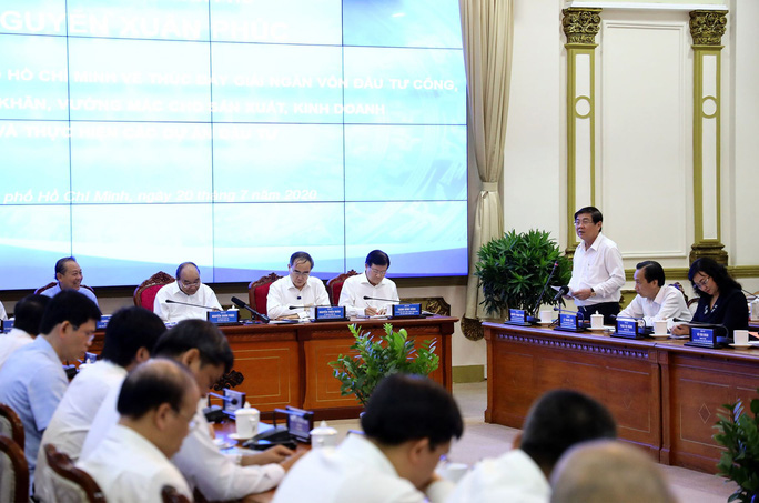 Thủ tướng Nguyễn Xuân Phúc làm việc với lãnh đạo TP HCM - Ảnh 2.