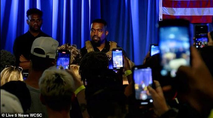Rapper Kanye West bật khóc trong buổi vận động tranh cử tổng thống - Ảnh 2.