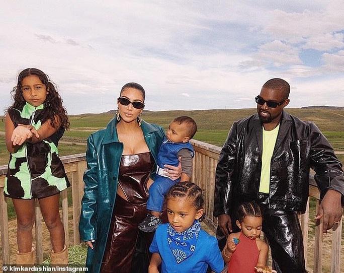 Rapper Kanye West bật khóc trong buổi vận động tranh cử tổng thống - Ảnh 4.