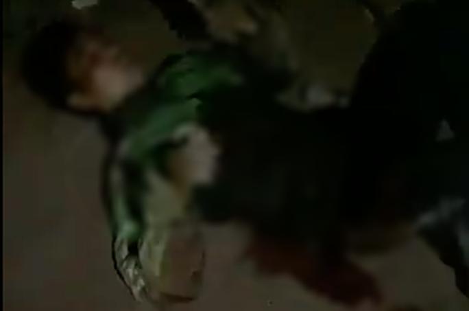 Tài xế GrabBike bị kẻ cướp đâm 6 nhát, cướp xe máy trong đêm - Ảnh 1.