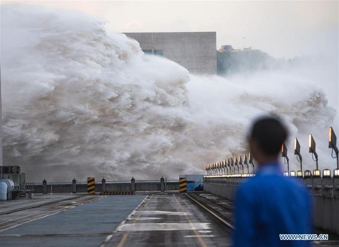 Trung Quốc và Nam Á hứng chịu mưa lũ khủng khiếp - Ảnh 1.