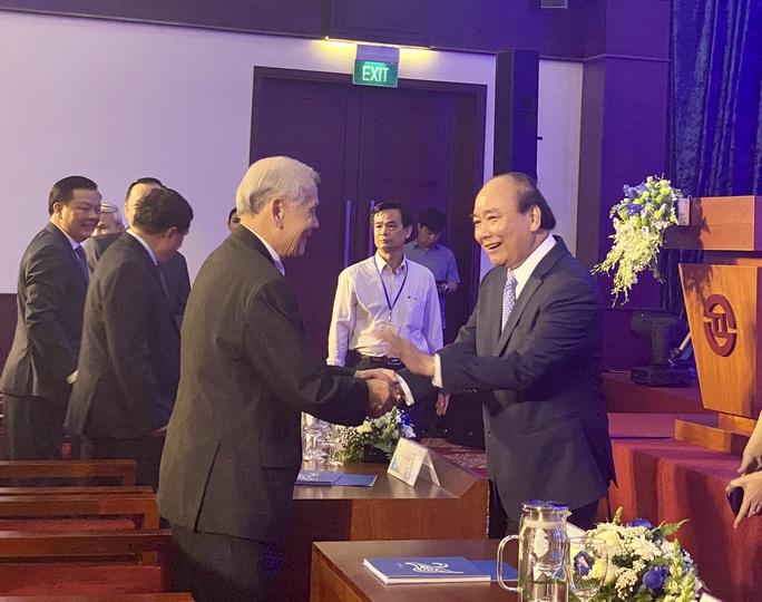 Thủ tướng ca ngợi chứng khoán Việt Nam hồi phục nhanh nhất thế giới - Ảnh 2.