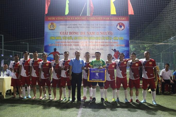 Đội bóng Công đoàn Ngành Xây dựng Quảng Nam đoạt cúp vô địch - Ảnh 2.