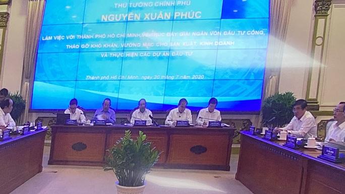 Thủ tướng Nguyễn Xuân Phúc làm việc với lãnh đạo TP HCM - Ảnh 1.