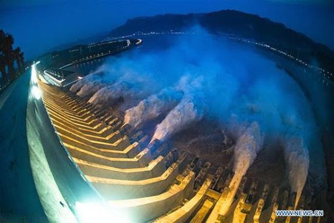 Đợt lũ thứ hai tràn về, nước hồ chứa đập Tam Hiệp cao kỷ lục - Ảnh 2.