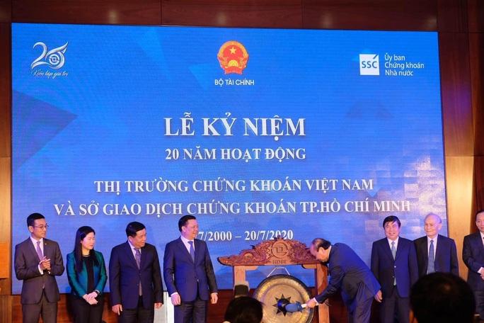 Thủ tướng ca ngợi chứng khoán Việt Nam hồi phục nhanh nhất thế giới - Ảnh 1.