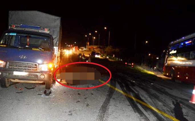 Tông trực diện xe tải, 2 thanh niên đi xe máy tử vong tại chỗ - Ảnh 2.