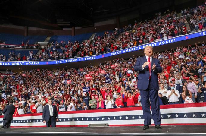 Bầu cử Mỹ: Tổng thống Donald Trump đối mặt nhiều thử thách - Ảnh 1.