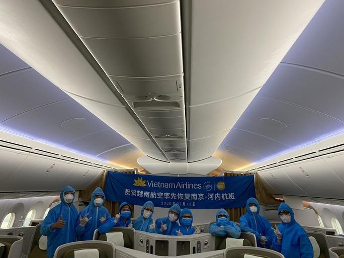 Vietnam Airlines bay chuyến chở khách đầu tiên đến Trung Quốc sau dịch - Ảnh 4.