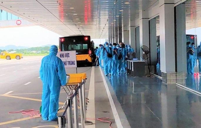 Thêm 12 người mắc Covid-19, Việt Nam có 396 ca bệnh - Ảnh 2.