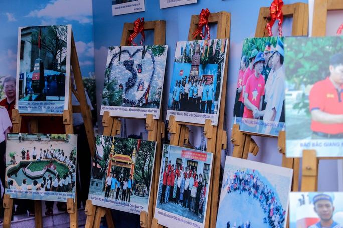 Trưng bày 300 bức ảnh về công cuộc xây dựng, bảo vệ chủ quyền biển, đảo Việt Nam - Ảnh 7.