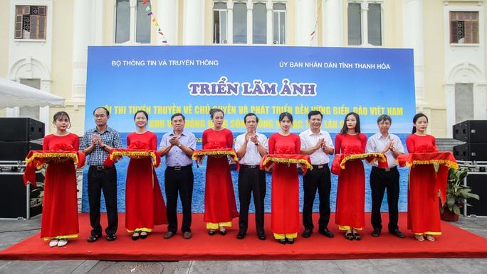 Trưng bày 300 bức ảnh về công cuộc xây dựng, bảo vệ chủ quyền biển, đảo Việt Nam - Ảnh 1.
