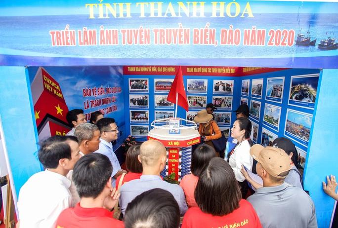 Trưng bày 300 bức ảnh về công cuộc xây dựng, bảo vệ chủ quyền biển, đảo Việt Nam - Ảnh 3.