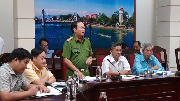 Bất ngờ về vụ tai nạn thảm khốc ở Bình Thuận: Chưa rõ ai cầm lái xe khách - Ảnh 1.