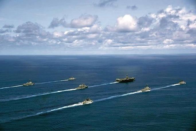 Rời biển Đông, tàu sân bay Mỹ tập trận chớp nhoáng với Ấn Độ - Ảnh 2.