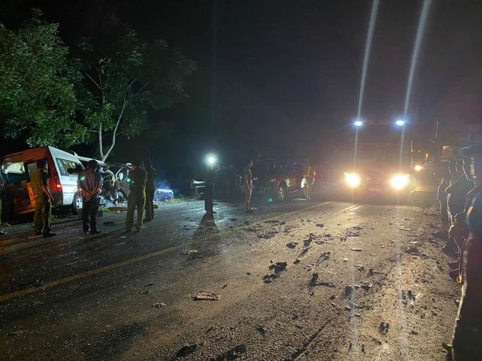 Tai nạn thảm khốc trên Quốc lộ 1 qua Bình Thuận: 8 người tử vong - Ảnh 2.
