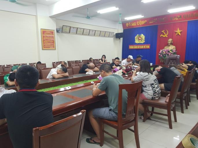 Bắt quả tang 28 dân chơi tổ chức sử dụng ma túy tại quán karaoke - Ảnh 1.