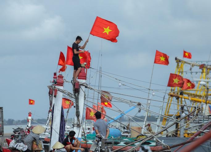 Ngư dân Thanh Hóa xúc động nhận cờ Tổ quốc - Ảnh 17.