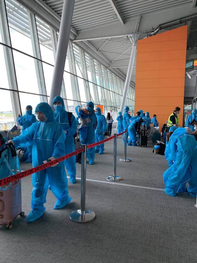 Sân bay Đà Nẵng đón hơn 270 người Việt từ châu Âu về nước - Ảnh 2.