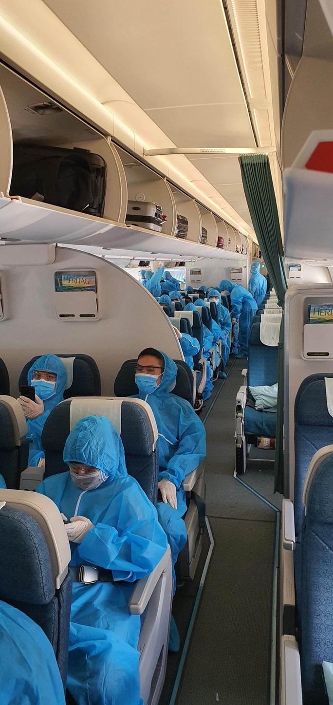 Sân bay Đà Nẵng đón hơn 270 người Việt từ châu Âu về nước - Ảnh 3.