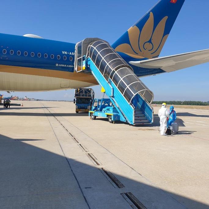 Sân bay Đà Nẵng đón hơn 270 người Việt từ châu Âu về nước - Ảnh 5.