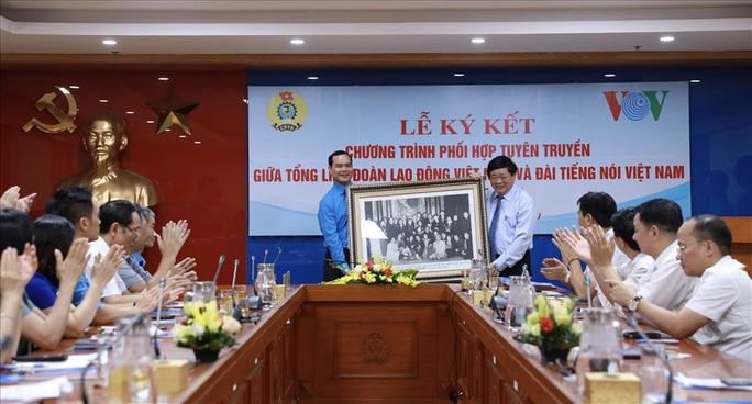 Tổng LĐLĐ VN và VOV phối hợp tuyên truyền về phong trào công nhân, Công đoàn - Ảnh 2.