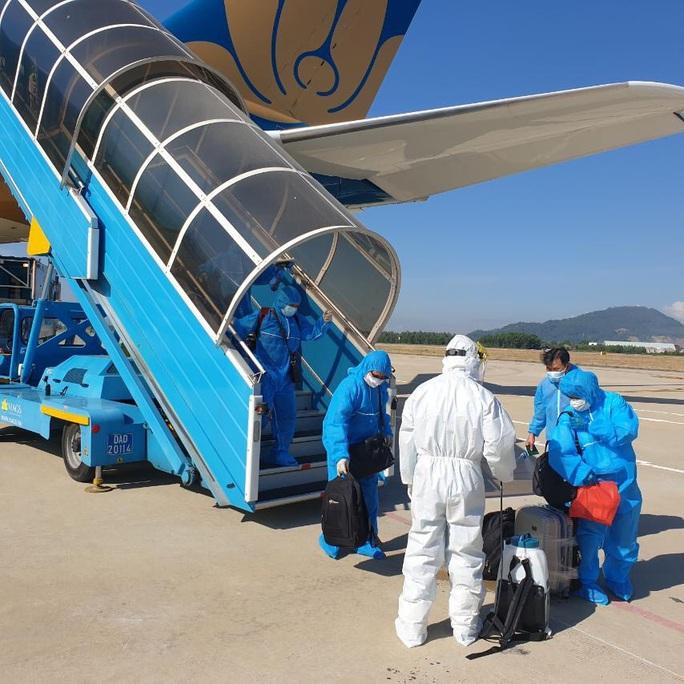 Sân bay Đà Nẵng đón hơn 270 người Việt từ châu Âu về nước - Ảnh 6.
