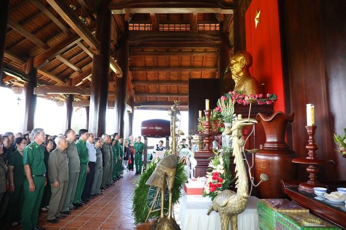Dâng hương tưởng niệm liệt sĩ TNXP - Ảnh 1.