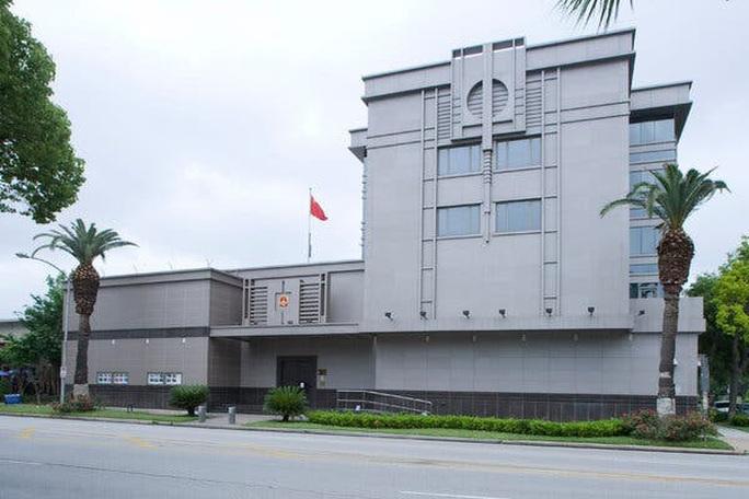 Vì sao Mỹ đột ngột mạnh tay với tổng lãnh sự quán Trung Quốc ở Houston?  - Ảnh 2.