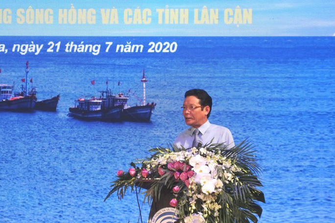 Báo Người Lao Động trao tặng 2.000 lá cờ Tổ quốc cho ngư dân Thanh Hóa - Ảnh 17.