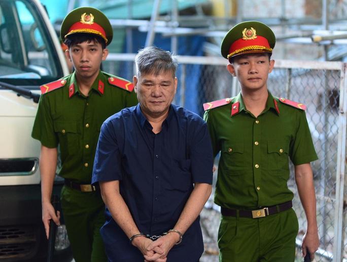 Siêu lừa Dương Thanh Cường và đại gia Trầm Bê dắt tay nhau ra tòa - Ảnh 2.