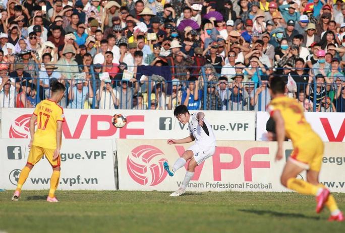 VFF họp khẩn khi 4 đội bóng cuối bảng yêu cầu kết thúc luôn V-League - Ảnh 1.