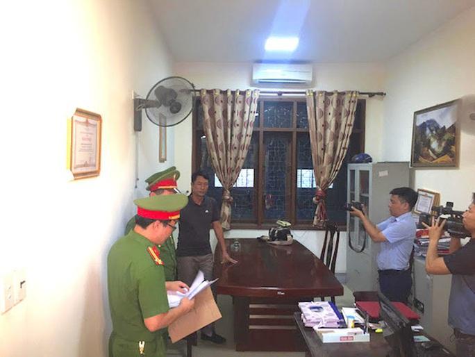 Khám xét khẩn cấp nơi làm việc Quyền Trưởng phòng Chính sách thuộc Ban Dân tộc tỉnh Nghệ An - Ảnh 1.