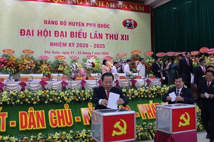Ông Mai Văn Huỳnh tái đắc cử Bí thư Huyện ủy Phú Quốc - Ảnh 3.