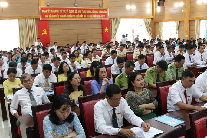 Ông Mai Văn Huỳnh tái đắc cử Bí thư Huyện ủy Phú Quốc - Ảnh 4.