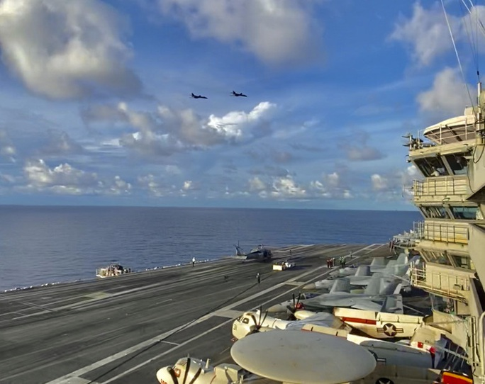 Máy bay ném bom Mỹ hoạt động không ngừng ở biển Đông - Ảnh 2.