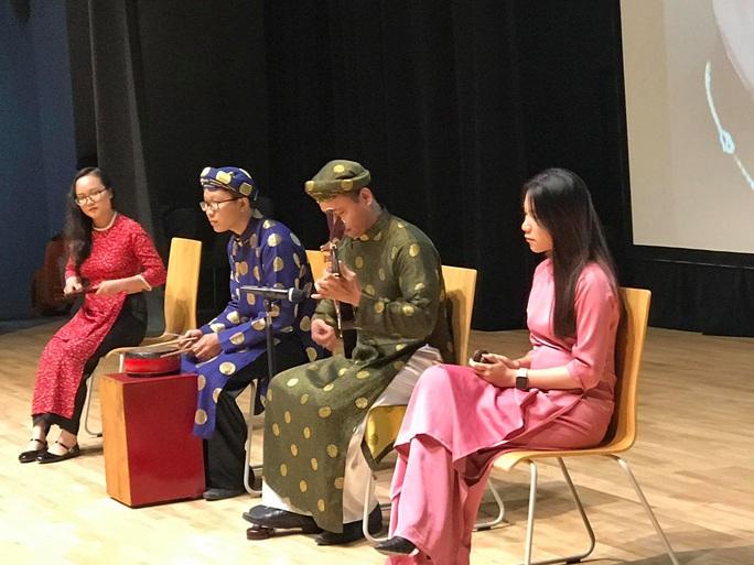 Nghệ sĩ Kim Cương, Thành Lộc xúc động trong kỷ niệm ngày sinh cố giáo sư Trần Văn Khê - Ảnh 8.