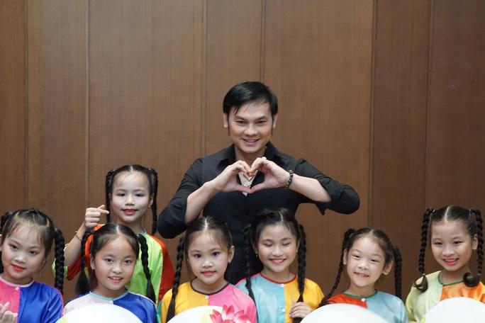 Nghệ sĩ Kim Cương, Thành Lộc xúc động trong kỷ niệm ngày sinh cố giáo sư Trần Văn Khê - Ảnh 4.