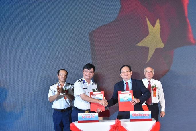 Báo Người Lao Động ký kết Quy chế phối hợp với Bộ Tư lệnh Cảnh sát Biển - Ảnh 2.