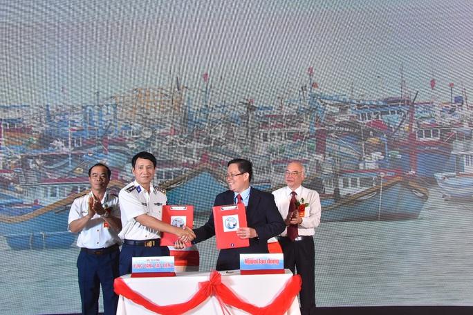 Báo Người Lao Động ký kết Quy chế phối hợp với Bộ Tư lệnh Cảnh sát Biển - Ảnh 3.